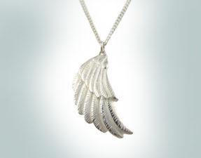 Jana Reinhardt Wing necklace post
