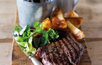 Beef Steak with Peppercorn Sauce & Potato Wedges